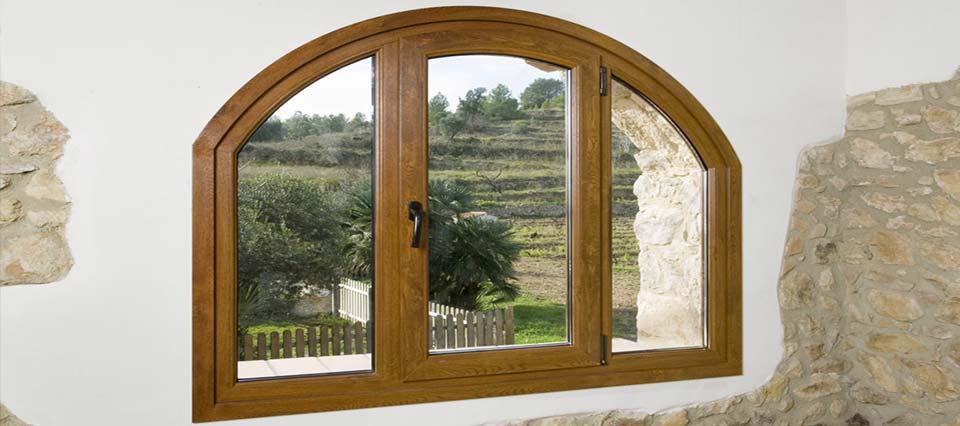 Ventanas de madera r sticas f brica de ventanas de madera for Fabrica de aberturas de madera